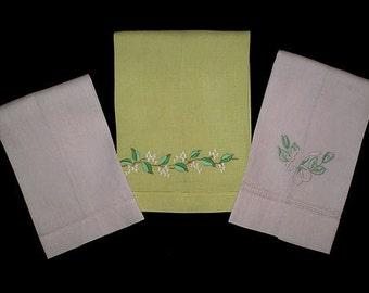 Vintage 50s Set of Fingertip Towels Pastel