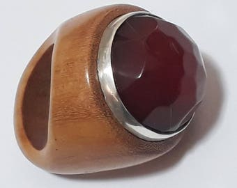 faceted round red Agata and piquia wood ring