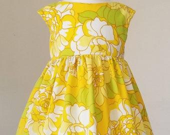 Vintage Floral Pocket Dress / flower dress/ twirl dress/ vintage girl dress