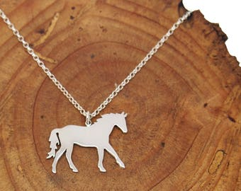 Horse necklace.Horse jewelry.Sterling silver horse.charm horse.Charm horse.Engraved necklace.Horse gift.Animals necklace.Wild horses
