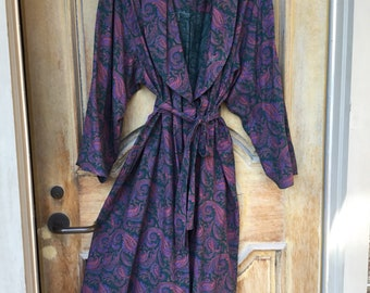 Viyella paisley robe by Notte Unisexe, the luxurious lightweight fabric blend 80-20 cotton/wool, one sz purple paisleys on dk green, 50