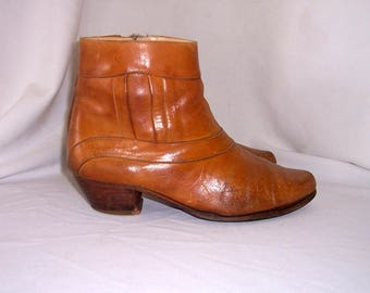 Sz 9.5D Men Vintage short brown leather 1970s zip up ankle boots.