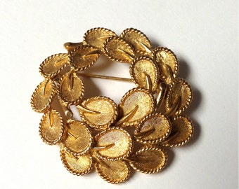 20% Off SALE Coupon Code FAVORITE20 Vintage 1960s Trifari Gold Tone Wreath Brooch