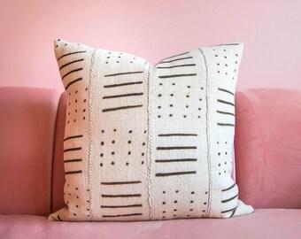 Mudcloth Pillowcover, Cream Mudcloth, Mudcloth Pillow, Boho Pillow, African Mud cloth, Boho Decor, Throw Pillow, Lumbar Pillow, Tribal