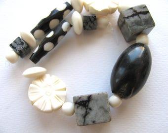 Group of beads, 19 beads, Bone, Horn, Snowflake Obsidian, black, white, Jewelry supply B-5080