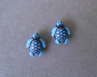 2 turtles blue colored acrylic beads
