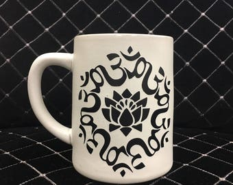 Black Vinyl Lotus Om Tan Stoneware 15-ounce Mug