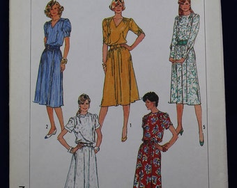 Vintage Sewing Pattern for a Woman's Dress in Size 12-14-16 - Simplicity 8155