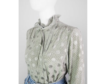 Dotted vintage blouse with pleated collar