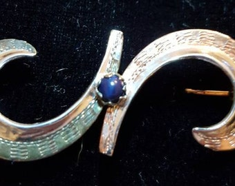 Beautiful Vintage Swirled Silver and Gilt Brooch with Blue Stone