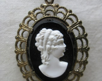 Cameo Filigree Black White Necklace Gold Vintage Pendant Brooch