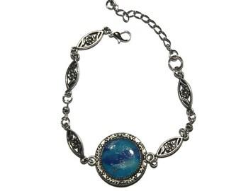 wave bracelet in the sea