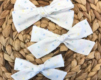 Swiss dot hairbow // spring hairbows // Easter hairbow // fabric hairbow