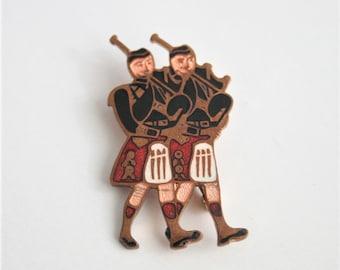 Scottish piper brooch. Vintage brooch. Enamel brooch