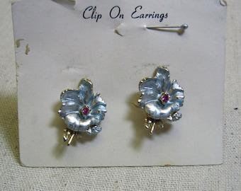 Sweet 1960s Vintage Blue Pansy Flower Clip Earrings