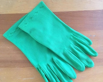 30% Off Sale Vintage Fownes Embraceable Pea Green Wrist Gloves, Never worn, Size Medium