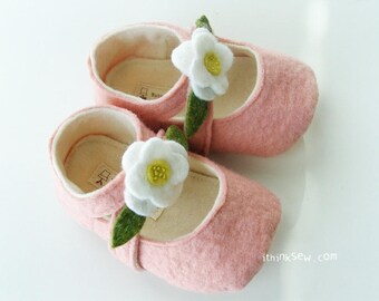 Lilly Baby Mary Janes PDF Sewing Pattern (#35)