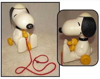 Vintage Plastic Snoopy & Woodstock Pull Toy by Hasbro, 1972, childs room decor, display