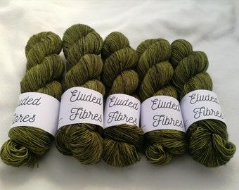 merino wool singles hand dyed yarn 100g / 366m / Eluded Fibres / STEM