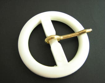 Round white buckle with prong, Vintage belt buckle made of plastic, for 30 mm belts, unused!!
