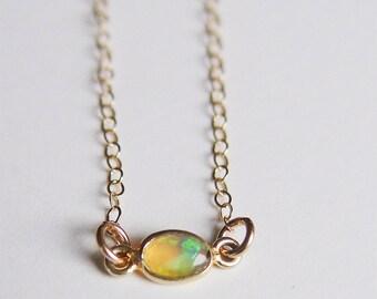 Opale ovale or collier pièce unique
