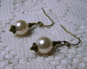 Victorian Ivory Pearl Earrings, Basic Pearl Earrings, Swarovski Element Pearls, Antiqued Bronze, 10mm Cream pearl Earrings, Ivory Pearls