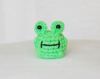 Tiny amigurumi frog / crocheted mini frog / little frog / amigurumi frog / tiny amigurumi animals / frog / stuffed frog / miniature frog /