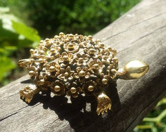 Precious Gold Tone Detailed Flower Turtle Brooch Pin - 1960s - Beautiful Detail - Everyday or Special Occasion - Vintage