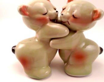 Van Tellingen Bear Hug Salt and Pepper Shakers,Retro Kitchen Decor,Anthropomorphic