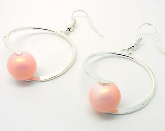 Style Creole earrings pale pink pearl metallic