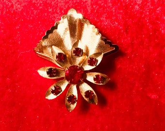 Vintage Brooch Ruby Red Stones in Flower Setting With Goldtone Raised Backing
