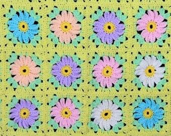 Crocheted baby blanket - Daisies