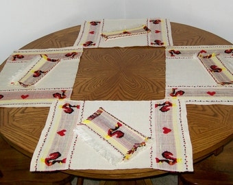 Reduced - Rooster Theme 8 Piece Table Linen Set - 4 Placemats and 4 Napkins
