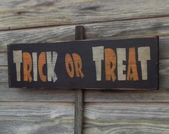Halloween Sign Trick or Treat, Primitive Halloween Decor. Primitive Signs Trick or Treat Halloween sign, Rustic Halloween Sign