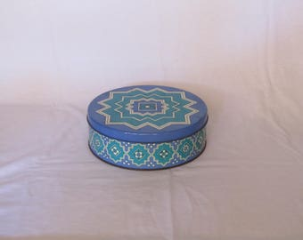 Vintage round tin container with beautiful decoration, vintage round tin canister, vintage tin box, vintage home decor, Collectible  box.