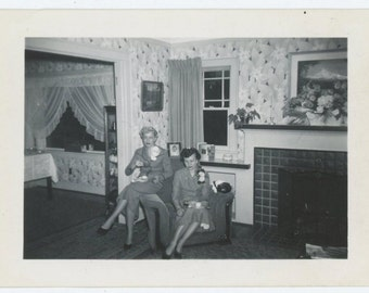 Vintage Snapshot Photo: A Cup of Coffee, c1940s-50s (69503)