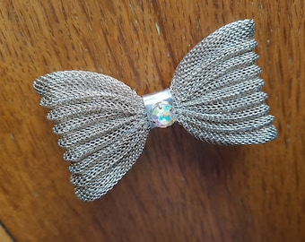 Goldtone vintage Bow brooch
