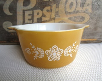 Vintage Pyrex Butterfly Gold Casserole with Handles One Quart
