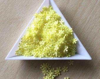 sequin flower light lemon yellow 5 mm in bulk