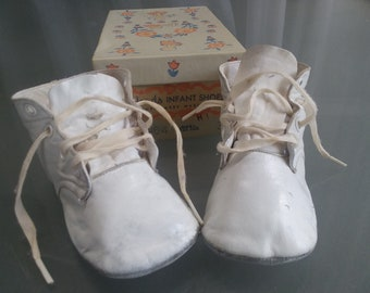 White Leather Baby Shoes, Original Box, Montgomery Wards, Vintage Baby Shoes, Baby Accessory, Nursery Decor, Photo, Movie , Prop,, Child