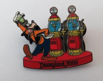 Disney DL Goofys Gas Station Pin
