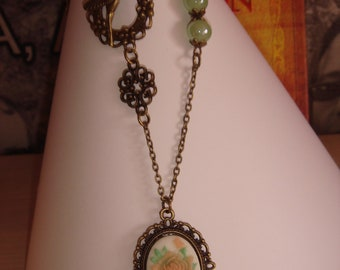 Pendant Necklace in vintage style with Cameo flower