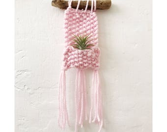 AIRPLANT WALL HANGING in baby pink - mini - Air Planter - Knit Wall Hanging, Bohemian Home Decor, Boho Wall Art, pink airplanter