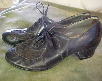 Vintage 1930s black leather shoes with ties    #3386