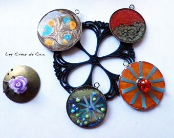 1 x charm, handmade, metal, paint, resin