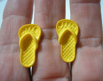 "Play Earring - Clip or Pierced - Flip Flop - Gold - 1/2""x3/4"""
