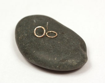 tiny hammered gold circle post earrings | classic gold circle earrings | tiny everyday gold earrings