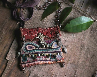 Necklace textile pouch pendant : on the road to Dwaraka