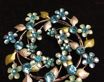 Blue rhinestone vintage 1980s round brooch with flowers and leaves