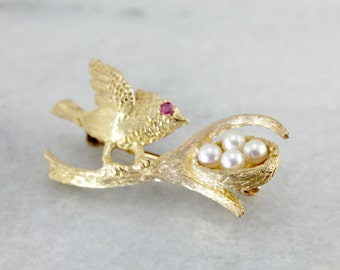 Textured Song Bird Brooch, Bird with Pearl Nest on Branch Pin in Yellow Gold ND6NUW-D